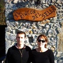 Ana and Roberto proprietors of El-Rincón del Sella.