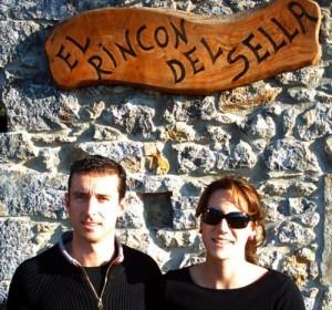 Ana y Roberto propietarios del Rincón del Sella y Fareru