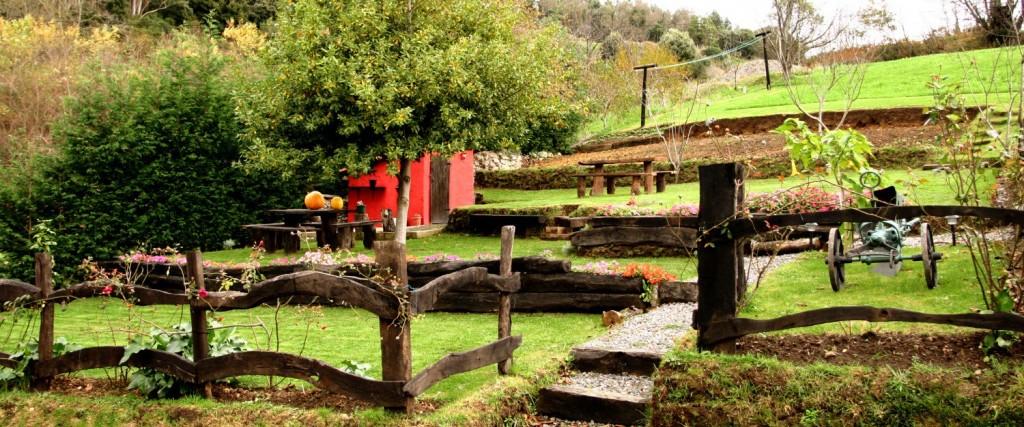 Antigua madera utilizada para las escaleras del jardin y el cierre