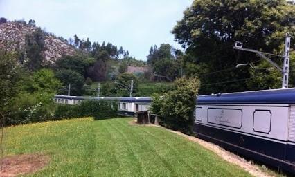 Viaje en tren por la costa y el río Sella