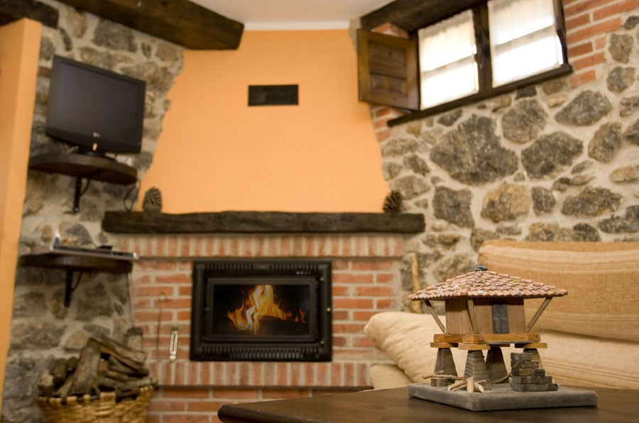 Wood fireplace cottage Rincon de Sella