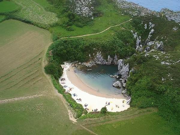 Visitig beaches Gulpiyuri Asturias